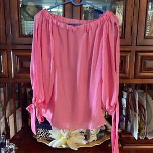 Gorgeous off the shoulders blouse💕